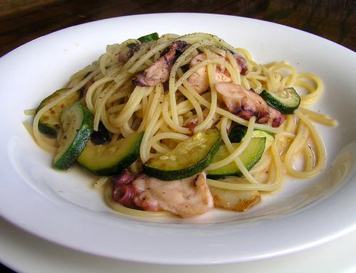 タコとズッキーニのスパゲティ